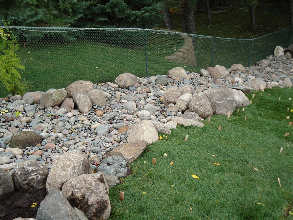 Dry River Bed Landscaping Ideas 950 x 713